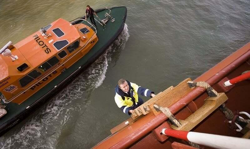 teknik-bilgiler - Gemi Kılavuz Kaptanı - Vardiya Zabitinin Görevleri   Kaptan Fethi Yağız