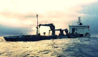 ilginc - Gemi yarı batık şekilde 335x195 - Batma Tehlikesi Geçiren Gemi 5 Gündür Başıboş Yüzüyor