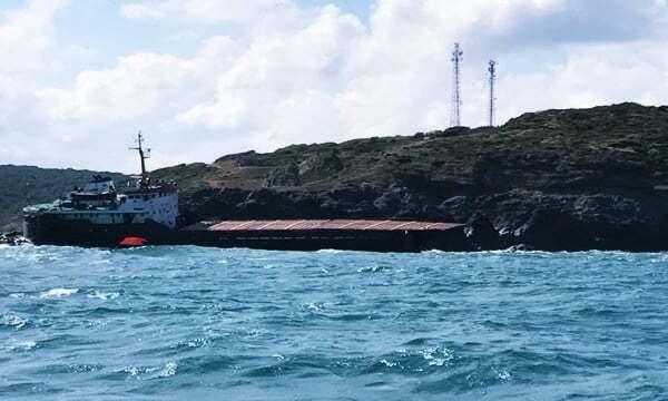 haberler, gundem - istanbul gemi kazası3 - İstanbulda MV Leonardo İsimli Gemi İkiye Bölündü