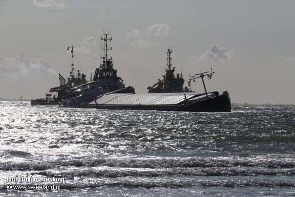 haberler, gundem - Hollanda Gemi Kazası2 - Gemi Karaya Oturdu | Kaptan Ailesini Kurtardı Kendisi İse Gemide Kaldı