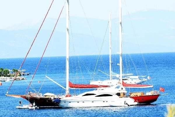 haberler, gundem - bodrum tekne3 - Bodrum Cennet Koyunda Lüks Yatlar Birbirine Dolandı