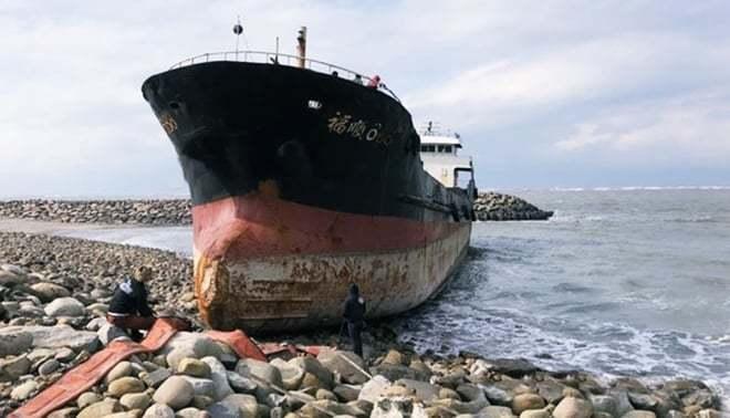 haberler, gundem - Karaya oturan gemi 2 - Demir Tarayan Gemi Karaya Vurdu