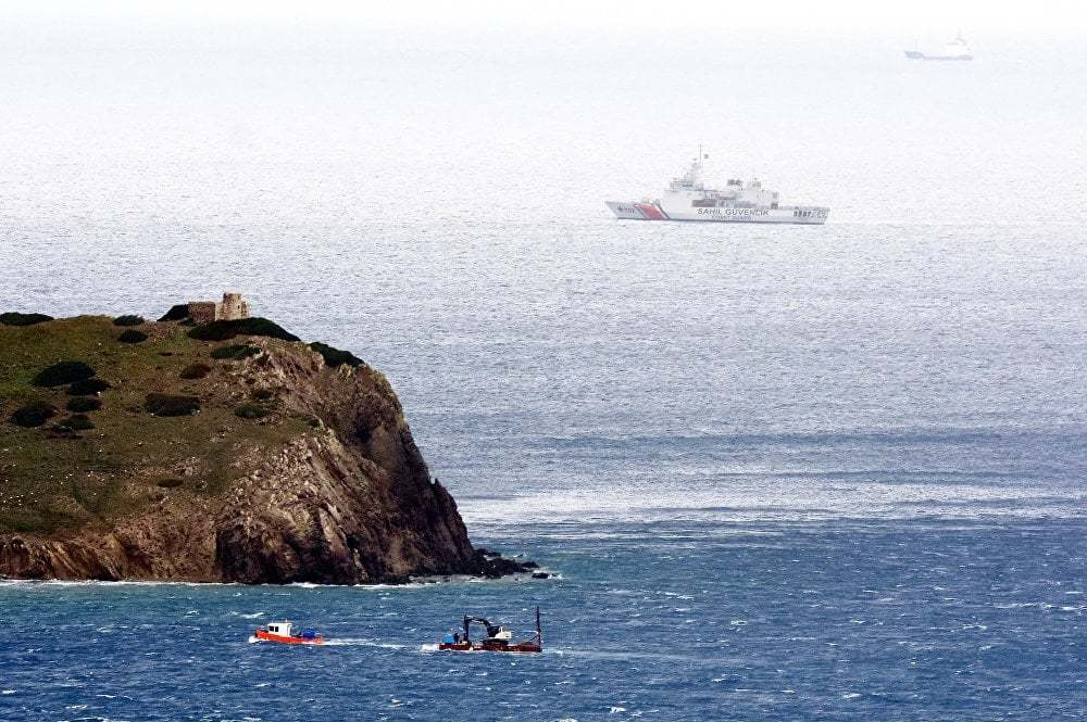 haberler, gundem - Kardak Kayalıkları Sahhil Güvenlik 1 - Türk Deniz Kuvvetleri Kardak Kayalıkları İçin İskele İnşaasına Başladı