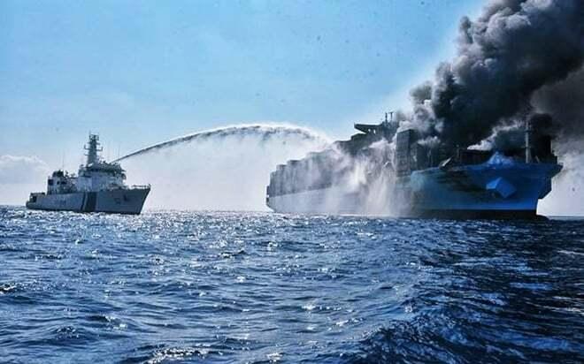 haberler, gundem - Maersk Honam fire 2 - Maersk Honam İsimli Gemide Büyük Yangın - Kayıplar Var