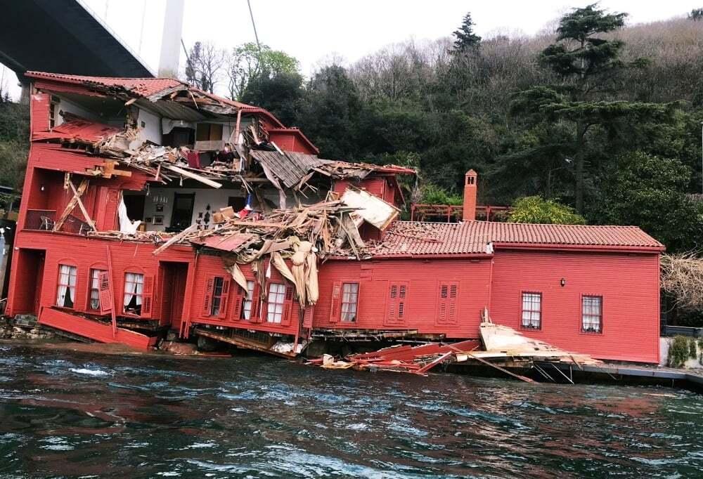 haberler, gundem - istanbul gemi kaza - İstanbul Boğazında Yük Gemisi Yalıya Çarptı