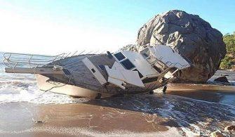 Halatı Kopan Tekne Kıyıya Vurdu