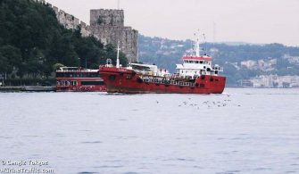 Akar Yakıt Gemisi Kurtardığı Göçmenler Tarafından Kaçırıldı