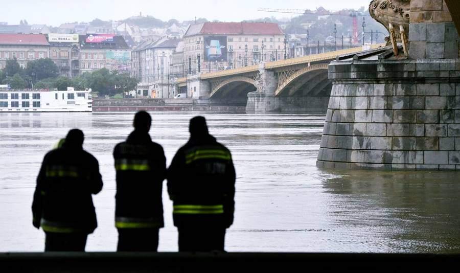 haberler, gundem - hungary ship accident korean passenger dead - Macaristan Tuna Nehrinde Yolcu Gemisi Battı