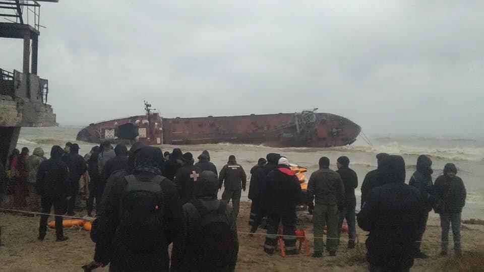 haberler, gundem - 75653227 2611412505580348 3107364879665725440 n - Delfi İsimli Tanker Karaya Oturduktan Sonra Devrildi