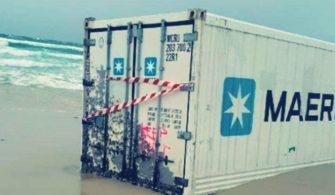 Bozcaada konteyner kıyıya vurdu